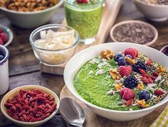 Eating a healthy breakfast can give you the energy and nutrition your body needs to sustain throughout the day! Try one of these healthy breakfast ideas. Diet Snacks, Healthy Snacks, Healthy Eating, Healthy Skin, Diet Soup Recipes, Healthy Dinner Recipes, Vegan Recipes, Ga In, Good Foods To Eat