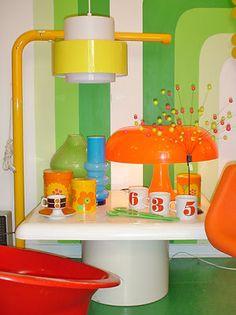Casa Retro, Retro Home, Funky Furniture, Furniture Design, Retro Interior Design, Modern Room, Room Inspiration, Interior Decorating, Decoration