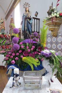 Imagem relacionada Church Flowers, Arte Floral, Christian, Table Decorations, Home Decor, Church Flower Arrangements, Eucharist, Floral Arrangements, Temples