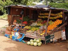 Etal de fruits en rue (Mbour),Sénégal.