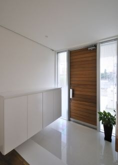 木製ドアがいい感じ