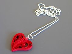 Как сделать кулон в виде сердца Источник: http://knitly.com/6268