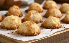 Kurabiyeye adını veren Hindistan cevizinin tat ve kıvam verdiği coco kurabiye tarifi olarak da bilinen Hindistan cevizli kolay kurabiye tarifi...
