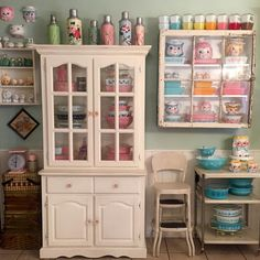 I spy some Holt Howard, and Lefton, and Pyrex! Lovely display!