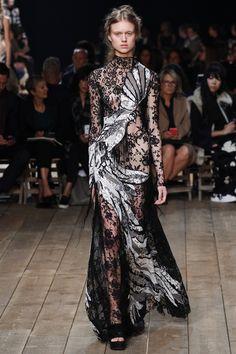 Gorgeus! Alexander McQueen Spring 2016 Ready-to-Wear Fashion Show - Frida Westerlund