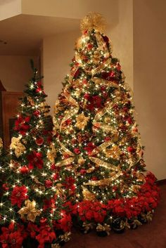 red and gold christmas tree gold christmas decorations beautiful christmas trees xmas tree - Pictures Of Pretty Decorated Christmas Trees