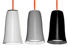 LÍNEA CALA  Lámpara colgante con pantalla de polipropileno de diversos colores con reflector interior blanco y cable corrugado flexible naranja.  Medidas: D: 30cm . H: 46cm  Colores: Blanco, gris y negro