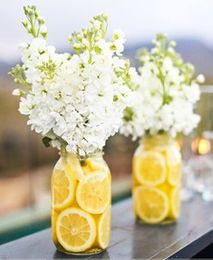 Beautiful Lemon centrepiece! Love the idea of doing this with lilies or white Lilacs in the spring!