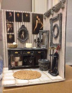 """Cri's Mini  Sono Cristina Lissiotto, amo l'arte nelle sue declinazioni, dal """"Trompe l'Oeil"""" alle """"Dollhouse"""", mi piace giocare con materiali e colori.  Mi sono riavvicinata al mondo delle miniature con uno stile che adoro """"Shabby Chic"""" che presenterò in fiera, con i miei ambienti ed accessori.    cristina.lissiotto@yahoo.it    https://www.facebook.com/Cris-Mini-943581285662417/?pnref=lhc"""