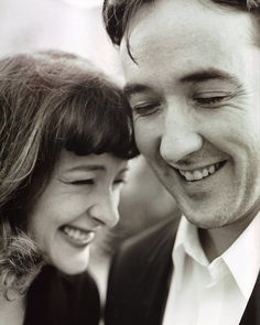 Joan and John Cusack I'm not much for keeping up with actors, but I really like these two. They just seem like fun people. Actrices Hollywood, We Are The World, Look At You, Famous Faces, Celebrity Photos, Celebrity Siblings, Make Me Smile, Movie Stars, Kdrama