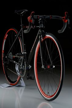 ♂ Black bicycle with touch of red // can it come with a touch of celeste too… Fixi Bike, Bike Art, Velo Design, Bicycle Design, Cool Bicycles, Vintage Bicycles, Road Bikes, Cycling Bikes, Bmx