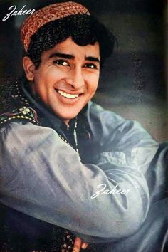 A rare vintage photo of Shashi Kapoor from Jab Jab Phool Khile Bollywood Photos, Bollywood Actors, Shammi Kapoor, Singles Sites, The Golden Years, Vintage Bollywood, Indian Celebrities, Vintage Photos, Actors & Actresses