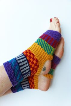 Hand Knit Narrow Yoga Socks Holiday Gift Pilates Socks by LizSox Arm Knitting, Knitting Socks, Pedicure Socks, Pilates Socks, Flip Flop Socks, Dance Socks, Yarn Thread, Knit Mittens, Cool Socks