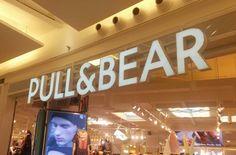 La tienda Pull&Bear se encuentra situada en el Centro Comercial Miramar en Fuengirola, Málaga. La tipografía de esta tienda destaca por su modernidad  y sobriedad.#tipocallejera #tipo1516