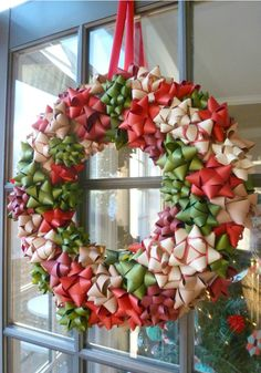 Whether they sparkle, jingle or are just plain pretty, you'll want to keep these unique Christmas wreaths up all year long. From DIY wreaths to options you can buy, there's a wreath in every style imaginable here. Aqua Christmas, Cheap Christmas, Simple Christmas, Christmas Crafts, Christmas Ideas, Christmas Tree, Vegan Christmas, Natural Christmas, Christmas Carol