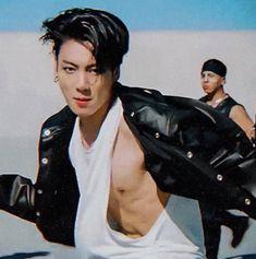 I'm calling police cz this is illegal! Jungkook ahhhhh BTS ON Foto Jungkook, Foto Bts, Jungkook Abs, Jungkook Oppa, Bts Bangtan Boy, Taehyung, Jung Kook, Taekook, K Pop