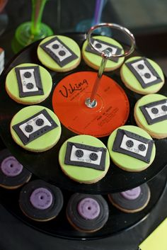Retro record & cassette tape cookies displayed on vinyl record cake stand. Cute for a birthday 30th Party, 50th Birthday Party, Birthday Ideas, Cake Party, Party Party, House Party, Birthday Decorations, Birthday Cakes, Eighties Party