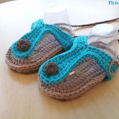 Trendy flip flops in etsy shop flying kite Baby Patterns, Crochet Patterns, Baby Shoes, Baby Sandals, Kite Flying, Crochet Baby, Flip Flops, Crochet Earrings, Slippers