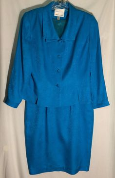 SAFE SILK BY ADRIANNA PAPELL Textured 100% Silk Blue-Green Skirt Suit - Size 12 #AdriannaPapell #SkirtSuit