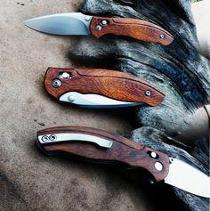 Axis-lock. Blade: ELMAX Handle: Desert iron wood, clip: Mirrax ESR, stainless steel screws.