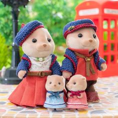 Buy All The Things, All Things Cute, Sylvanian Families House, Calico Critters Families, Childhood Memories 90s, Family Crafts, Toy Craft, Cute Toys, Family Outfits