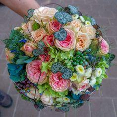 Brautstrauß A romantic bridal bouquet for a wedding # bridal bouquet # Daisy Bridal Bouquet, Small Wedding Bouquets, Cascading Bridal Bouquets, Rustic Wedding Flowers, Bridesmaid Bouquet, Marie, Decoration, Bridal Flowers, Flower Arrangements