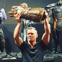 Vingadores: Guerra Infinita |  Thanos e Manopla do Infinito