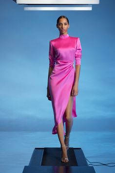 David Koma Resort 2020 Fashion Show Collection: See the complete David Koma Resort 2020 collection. Look 20 Fashion Moda, Pink Fashion, Fashion Week, Fashion 2020, Couture Fashion, Love Fashion, Runway Fashion, Fashion Show, Fashion Looks