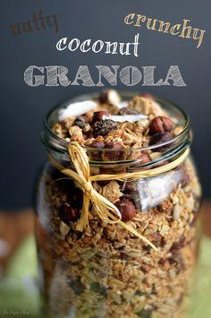 Orzechowa granola z kokosem / Nutty coconut granola. Granola, Coconut, Apple, Meals, Food Ideas, Interior, Fit, Food, Kitchens