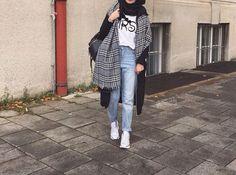 Image de fashion and hijab Street Hijab Fashion, Muslim Fashion, Modest Fashion, Fashion Outfits, Casual Hijab Outfit, Hijab Chic, Modele Hijab, Outfit Look, Hijab Fashion Inspiration