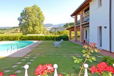 Agriturismo Ca' Castellani - Bardolino ... Garda Lake, Lago di Garda, Gardasee, Lake Garda, Lac de Garde, Gardameer, Gardasøen, Jezioro Garda, Gardské Jezero, אגם גארדה, Озеро Гарда ... Welcome to Farm Holiday Cà Castellani Bardolino. On the hill of Bardolino, just 2 km from the town center, the Agriturismo Ca Castellani offers a cheap and pleasant accommodation for an unforgettable holiday on Lake Garda, in spacious apartments with pool, surround
