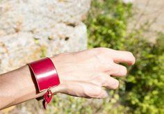 Bracelet Cheyennes, plaqué or et cuir. par 50emeParallele sur Etsy https://www.etsy.com/fr/listing/483831441/bracelet-cheyennes-plaque-or-et-cuir