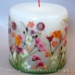 Beautiful selfmade candles with dried flowers. Awesome!