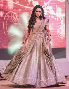 Looking for Silver lehenga for sangeet with waist belt? Browse of latest bridal photos, lehenga & jewelry designs, decor ideas, etc. on WedMeGood Gallery. Indian Wedding Gowns, Indian Bridal Outfits, Indian Gowns Dresses, Indian Designer Outfits, Bridal Lengha 2018, Lehenga Wedding Bridal, Lehanga Bridal, Wedding Dresses, Bridal Lehngas