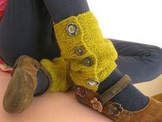 guetres plumette (6) Guêtres Au Crochet, Crochet Hooks, Leather Dresses, Facon, Knitting, Sewing, Zine, Hats, Sweaters