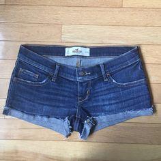 Medium Wash Hollister shorts worn once. size 0 Hollister Shorts Jean Shorts