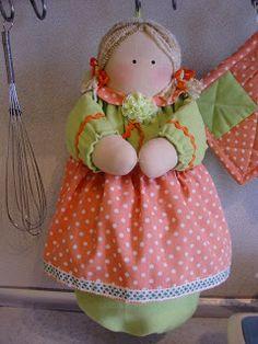 маленькая мастерская: Кукла-пакетница и прихватки.