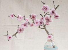 DIY-Anleitung: Kirschblüten häkeln via DaWanda.com - crocheted cherry blossums DIY in german