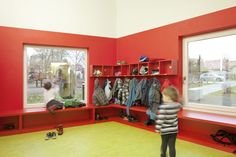 Kindergarten Lichtenbergweg cubbies, coat hooks, window seats