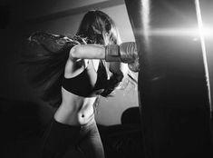 Badass Aesthetic, Bad Girl Aesthetic, Book Aesthetic, Character Aesthetic, Foto Glamour, Female Boxers, Women Boxing, Strong Girls, Badass Women