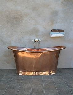 Having a bath in this rose gold tub would be lovely #Roségold