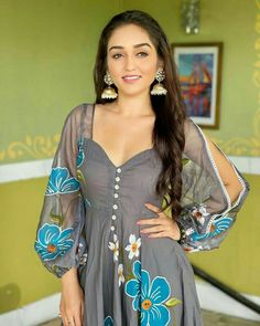 Dress Indian Style, Indian Wear, Blouse Styles, Blouse Designs, Kurti Patterns, Saree Dress, Blouse Outfit, Indian Celebrities, Dress Cuts
