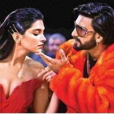 These candid pictures of Deepika Padukone and Ranveer Singh from Zee Cine Awards have love written all over them - HungryBoo Bollywood Stars, Bollywood Couples, Bollywood Celebrities, Bollywood Actress, Bollywood Girls, Indian Celebrities, Deepika Ranveer, Deepika Padukone Style, Ranveer Singh