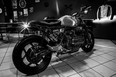 BMW K100 Street Tracker by Extemporae Motorcycles #streettracker #motos | caferacerpasion.com
