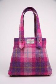With its longer Harris Tweed handles, the Tolsta is a bag that is comfortable on your shoulder no matter how much you have ..