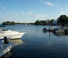 Kings Bay Marina is Crystal River's largest freshwater marina. It is located within walking distance of seafood restaurants, shops, and hotels.