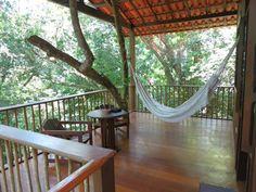 Situada na privacidade de uma grande e exuberante área de floresta e à dois minutos de uma das melhores praias de Boipeba.  Veja mais aqui - http://www.imoveisbrasilbahia.com.br/boipeba-linda-casa-a-venda