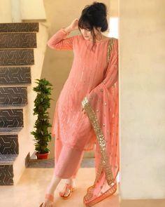 Pakistani Party Wear Dresses, Beautiful Pakistani Dresses, Pakistani Dress Design, Pakistani Outfits, Indian Outfits, Party Dresses, Indian Fashion Dresses, Indian Designer Outfits, Designer Dresses