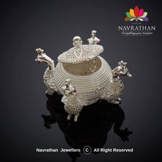 Indian Jewelry Sets, Silver Jewellery Indian, Silver Jewelry, Gold Jewelry Simple, Gold Wedding Jewelry, Amrapali Jewellery, Big Rangoli Designs, Silver Pooja Items, Best Jewellery Design