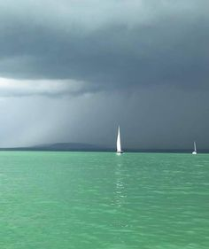 Minimalist Art, Hungary, Budapest, Sailing, Beautiful Places, Kiss, Art Deco, Journey, Boat